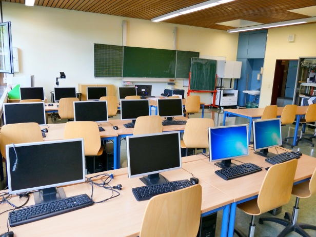 computer-room-1699438